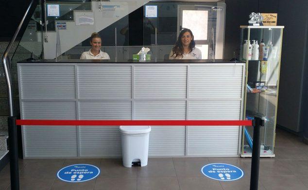 Image: Réception avec mesures de sécurité au centre sportif de Dénia