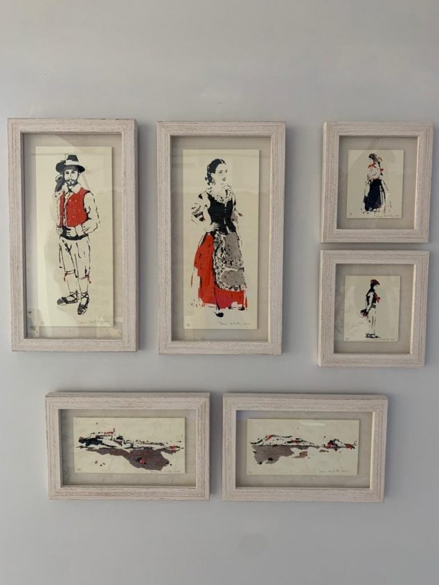 Imagen: Serigrafías de la artista a la venta