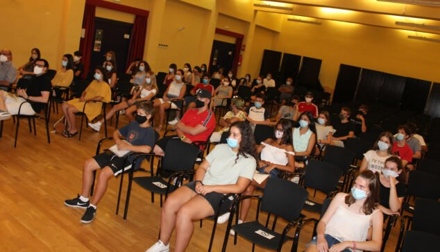 Imagen: Alumnos en el aula de la casa de la cultura