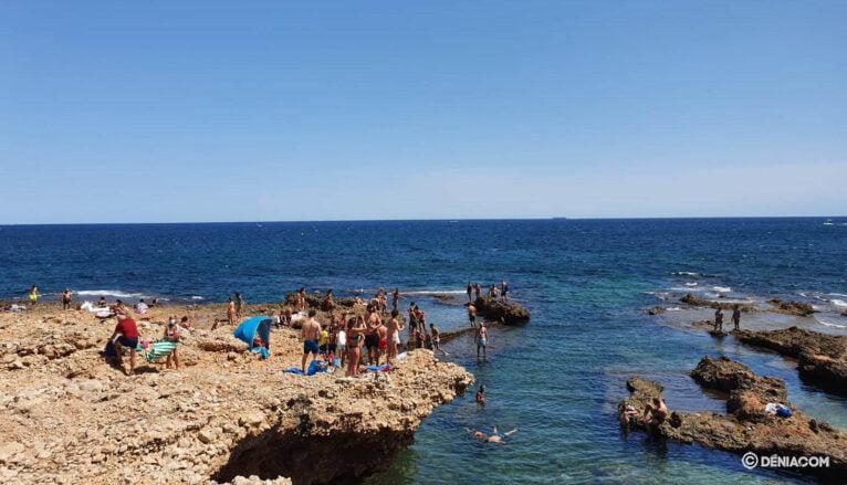 Bañistas en Les Rotes