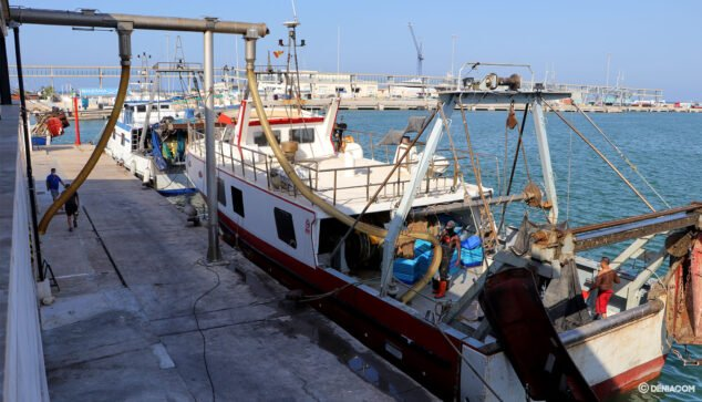 Image: Fishing boat in the port of Dénia