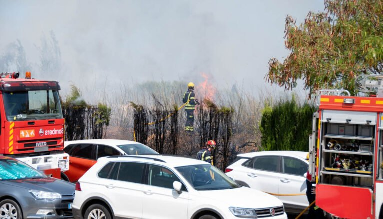 Firefighter acting in front of the fire of the Hospital of Dénia