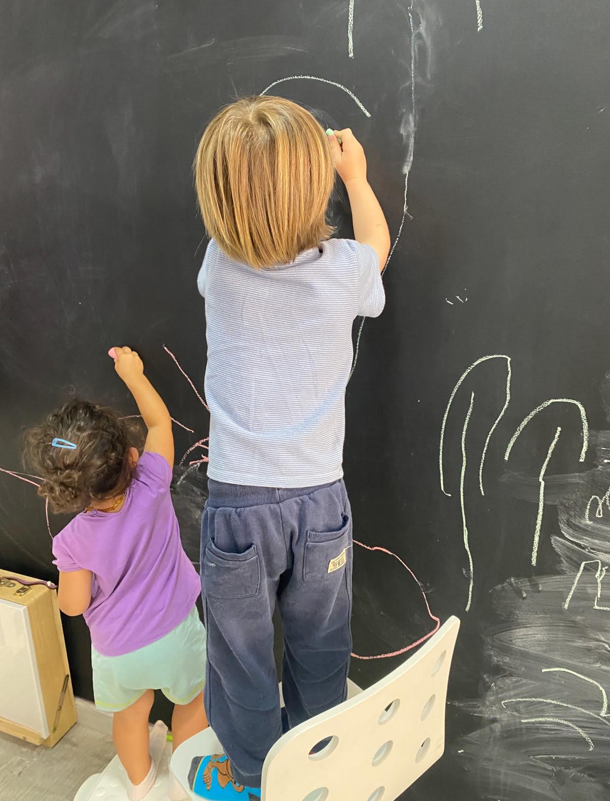 Fotos niños pizarra Escolanova