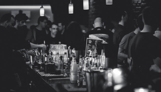 Image: Men in a bar drinking alcohol
