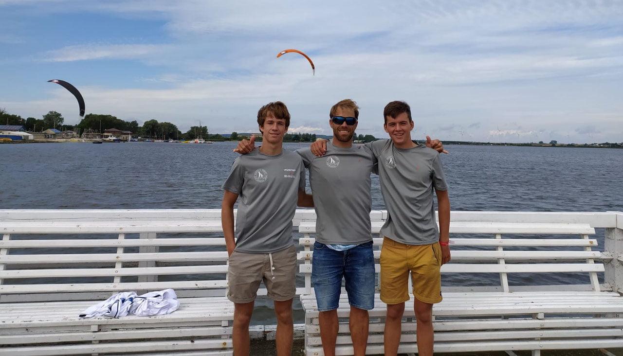 Kitesurfistas de Marina El Portet