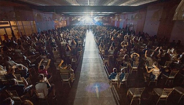 Image: Venue with antiCOVID spaces during their concert   Photo by GarayGreen