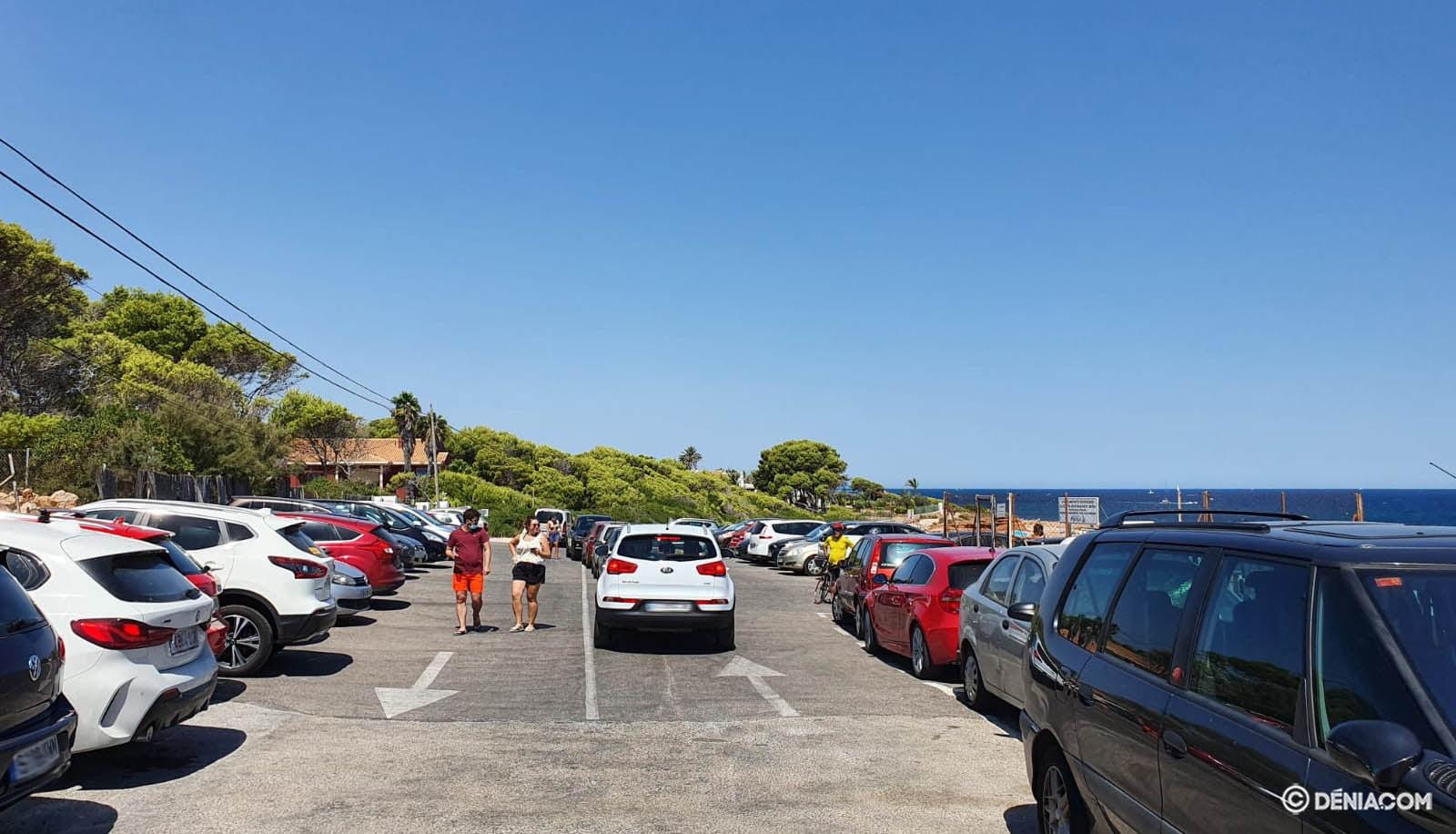 Parking lleno junto al Restaurante Mena