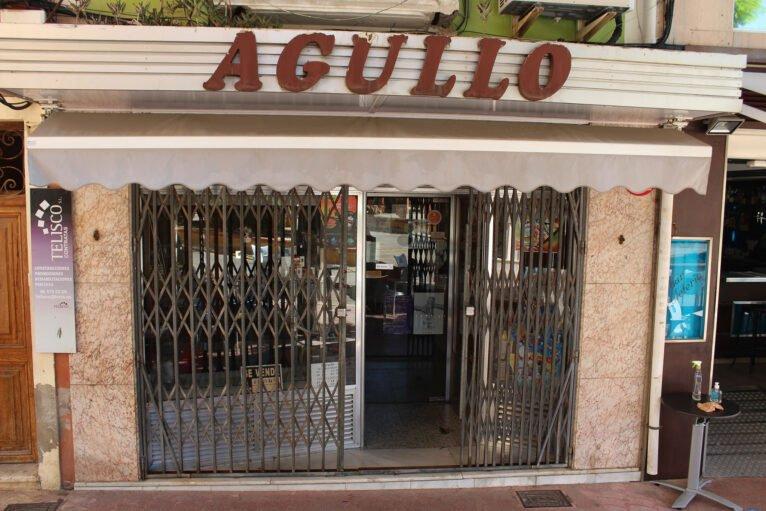 Pastelería Agulló, cerrada desde finales de 2019