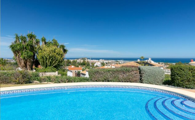 Image: Private pool in a holiday home in Dénia - Quality Rent a Villa