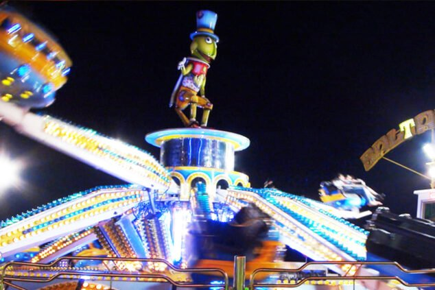 Image: Grasshopper at the Dénia fair