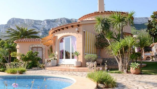 Image: Exterior view of a chalet for sale in Dénia - Euroholding
