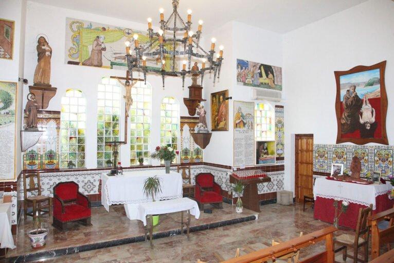 Altar de la ermita del Pare Pere en Dénia | Imagen: Tino Calvo
