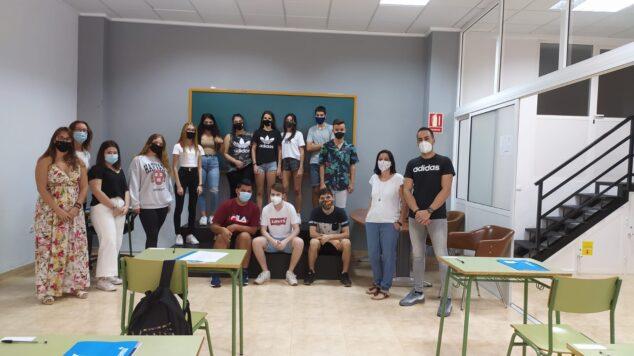 Imagen: Alumnos del curso de comercio