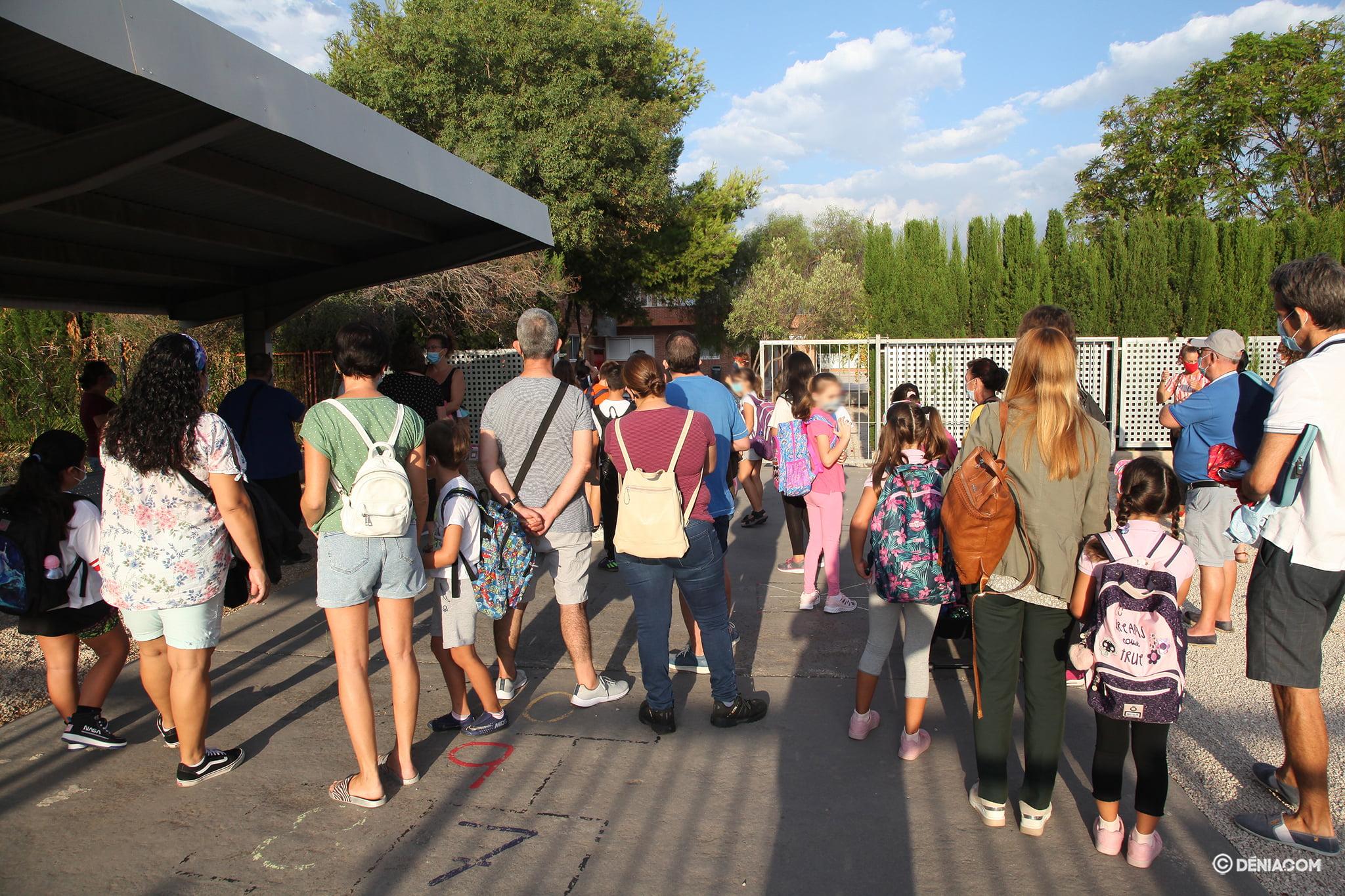 Colas en los centros en el inicio del curso escolar | Tino Calvo