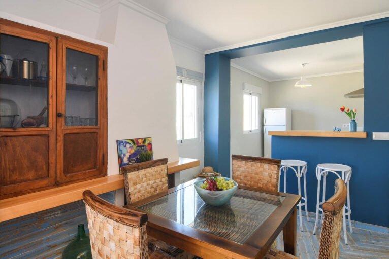 Comedor y cocina americana una casa de alquiler en Dénia - Aguila Rent a Villa
