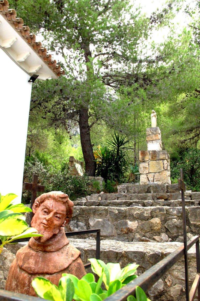 Detalle del exterior de la ermita del Pare Pere | Imagen: Tino Calvo