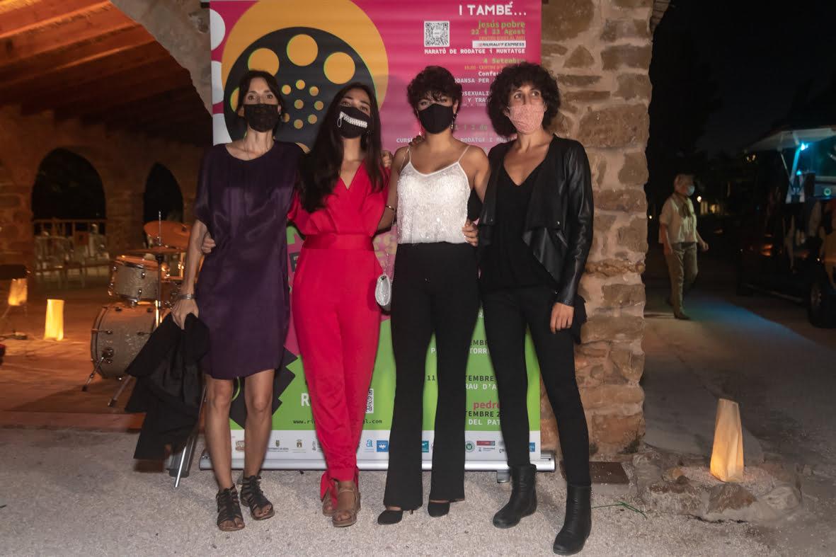 Eva Libertad y Nuria Muñoz flanquean a sus actrices Alejandra Alfaro y Claudia Garón en Jesús Pobre | Jordi Dominguis