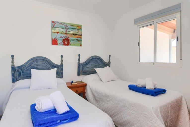 Una de las habitaciones de una casa de alquiler en Dénia - Aguila Rent a Villa
