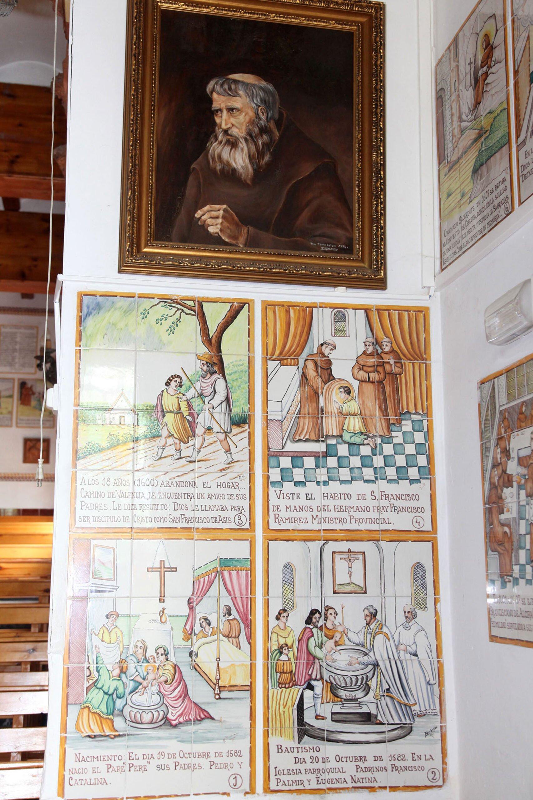Imágenes en el interior de la ermita del Pare Pere en Dénia | Imagen: Tino Calvo