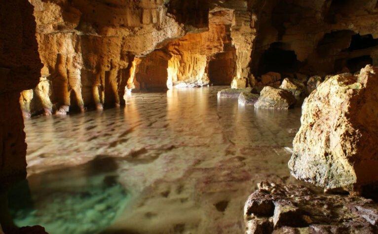 Interior de la Cova Tallada   Fuente: Parcs Naturals de la Generalitat Valenciana