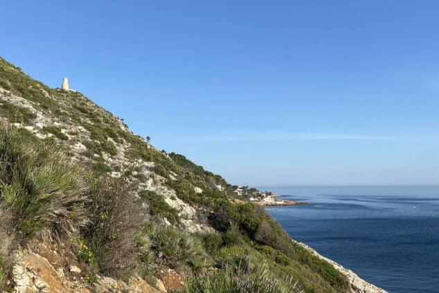 Imagen: Vista de la Torre del Gerro desde la Cova Tallada