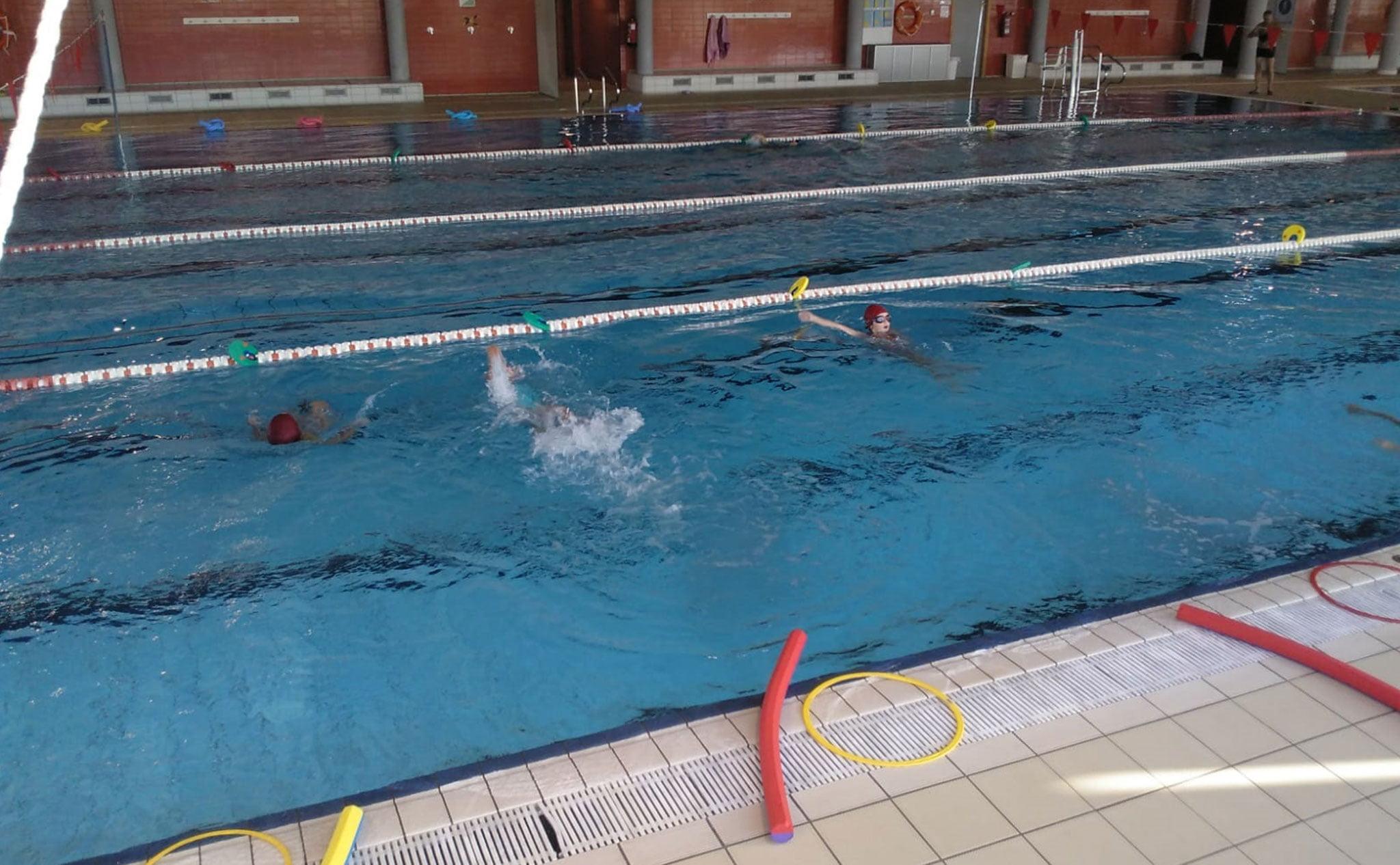 Distancia de seguridad dentro del agua en los cursos de natación de Centro Deportivo Dénia