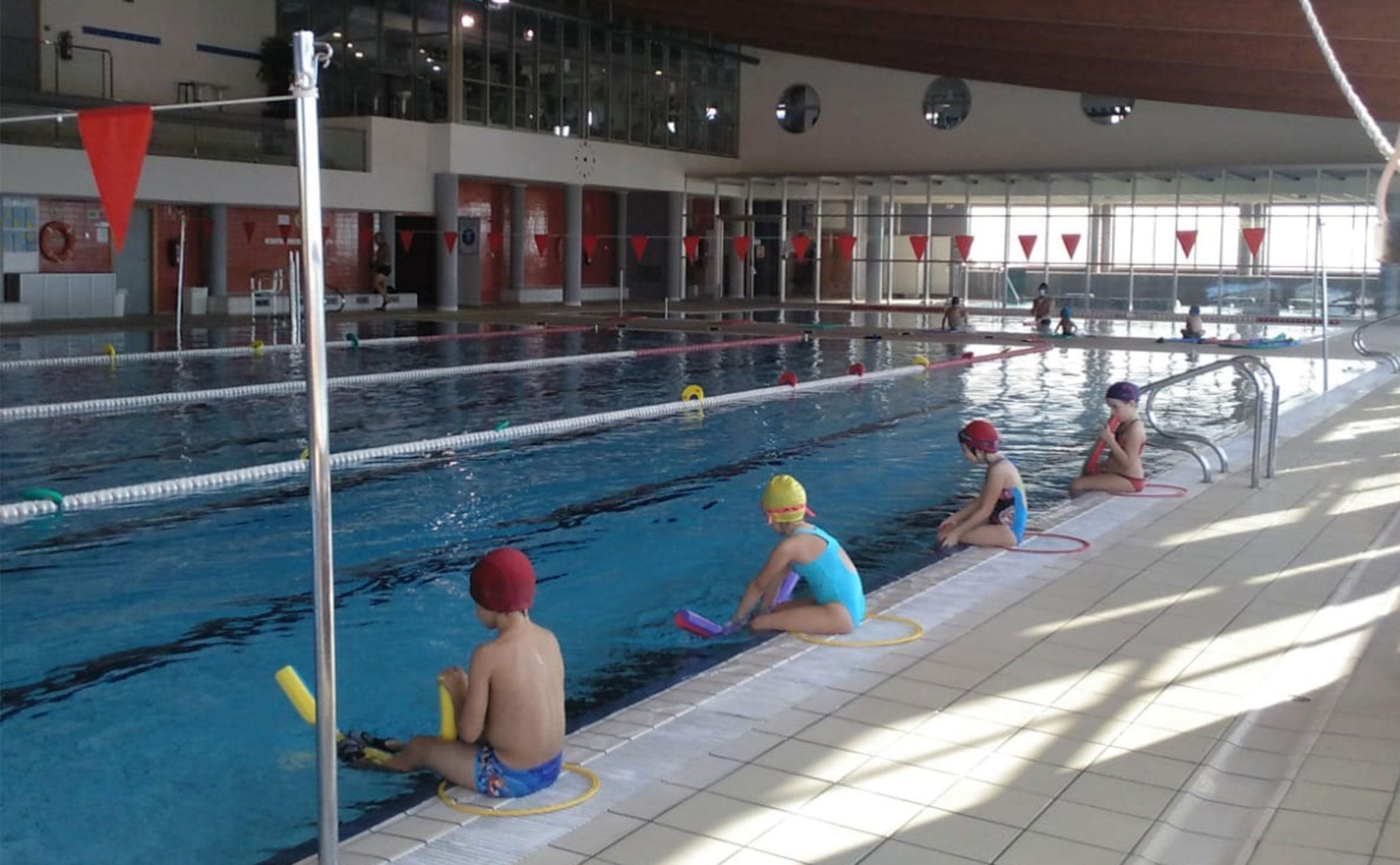 Distancia de seguridad fuera del agua en los cursos de natación de Centro Deportivo Dénia