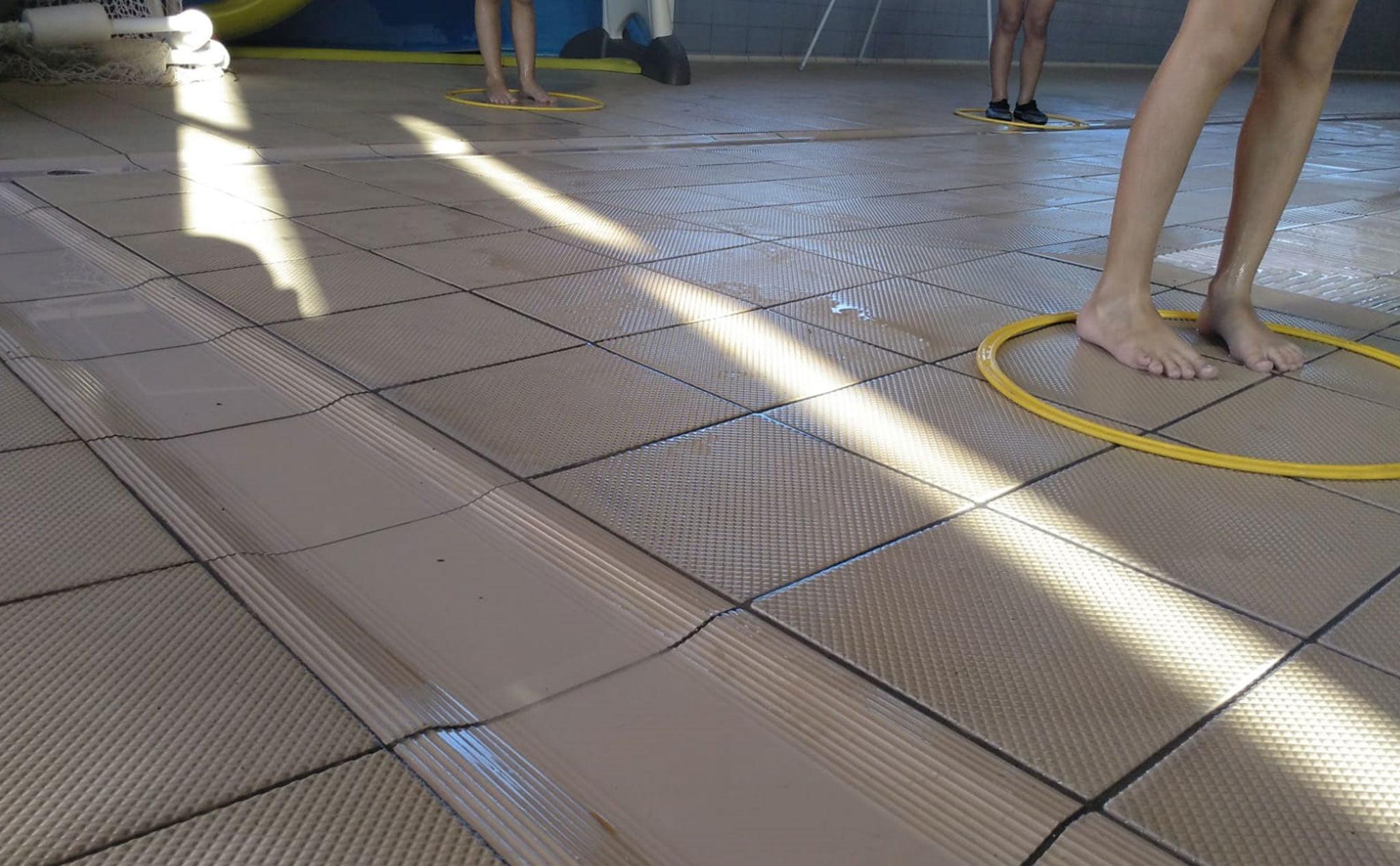 Medidas de seguridad fuera del agua en los cursos de natación de Centro Deportivo Dénia