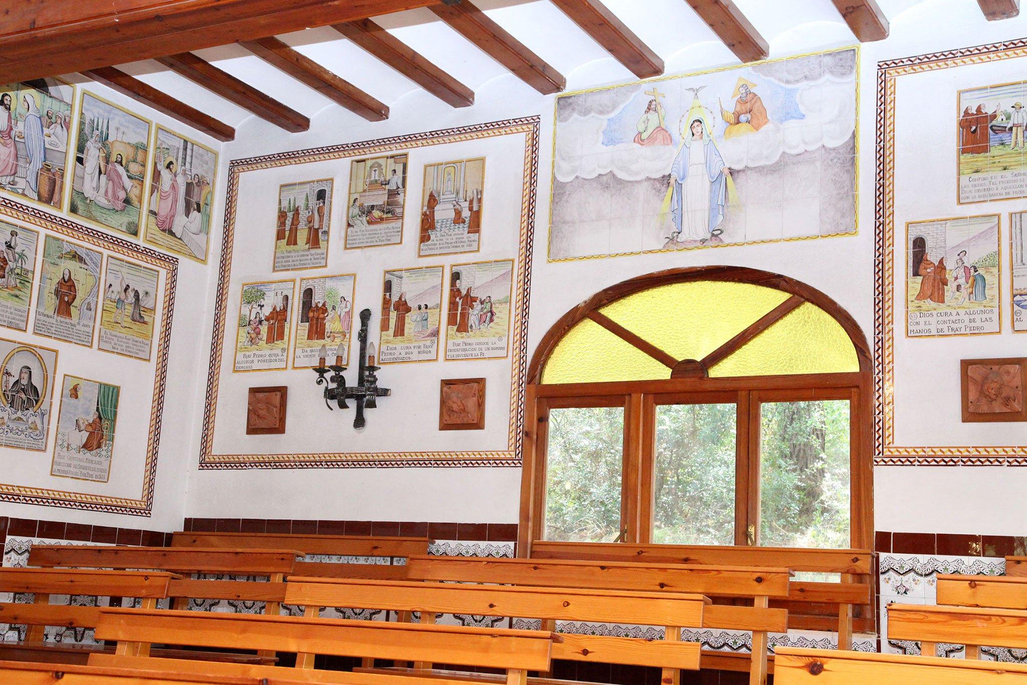 Ventana de la ermita del Pare Pere en Dénia | Imagen: Tino Calvo