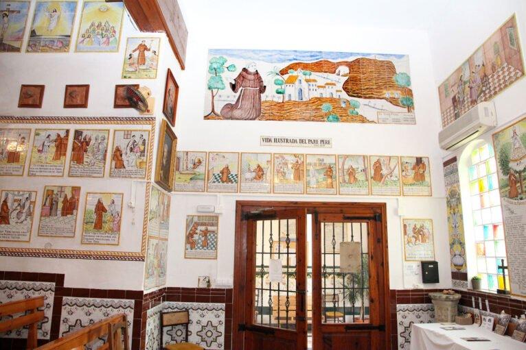 Puerta de la ermita del Pare Pere en Dénia | Imagen: Tino Calvo