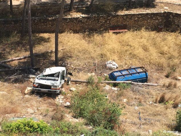 Imagen: Restos de la furgoneta y el remolque durante esta semana en el castillo