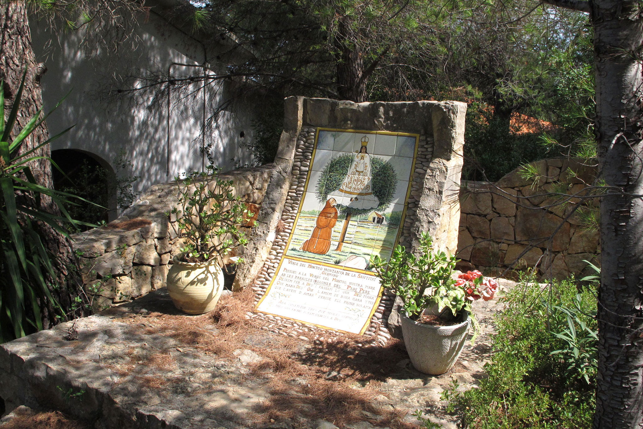 Rincón en el exterior de la ermita del Pare Pere | Imagen: Tino Calvo