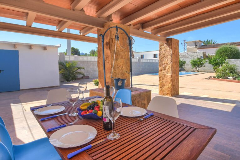 Terraza cubierta en una casa de alquiler en Dénia - Aguila Rent a Villa