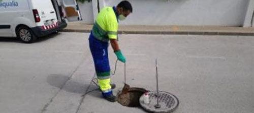 Image: Aqualia worker