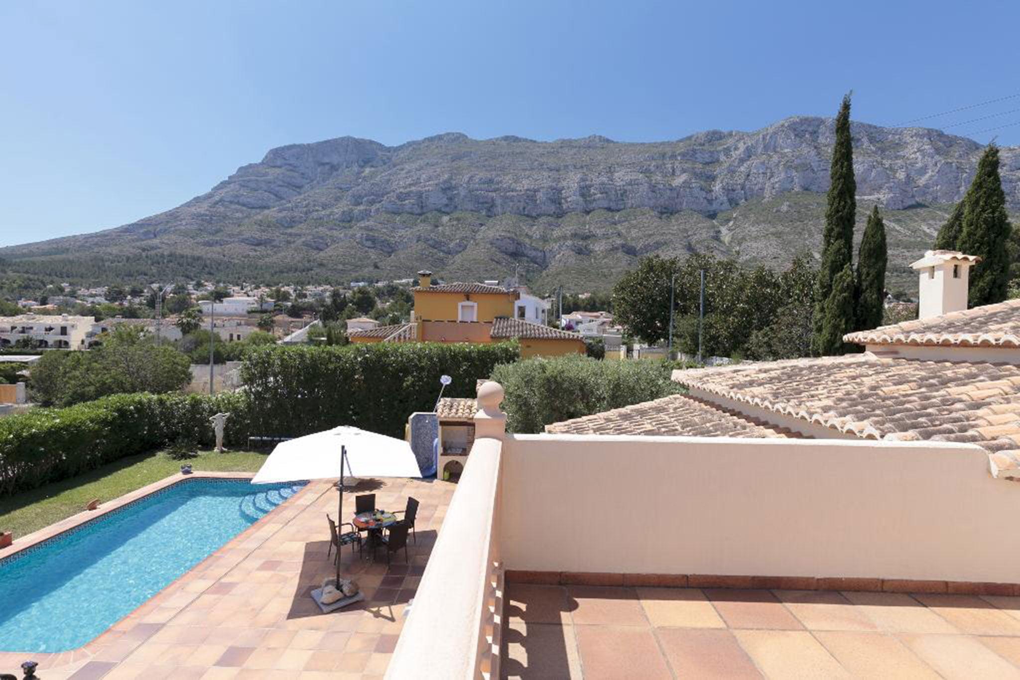 Vista desde lo alto de una casa en alquiler vacacional en Dénia – Quality Rent a Villa