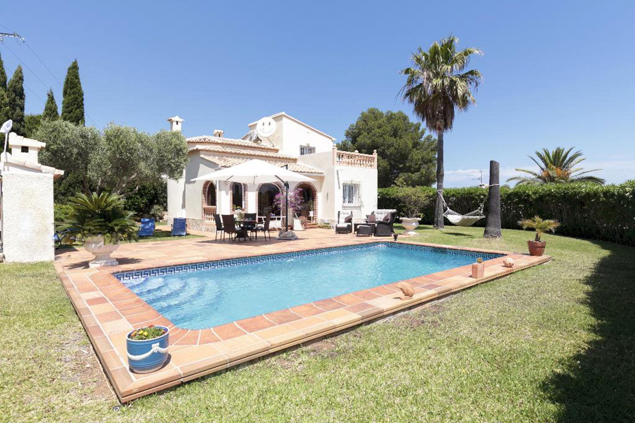 Vista general de una casa en alquiler vacacional en Dénia – Quality Rent a Villa