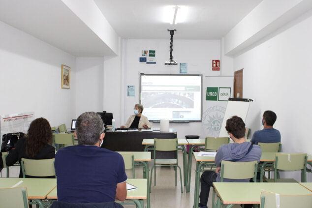 Afbeelding: UNED Dénia-klaslokaal met COVID-protocol