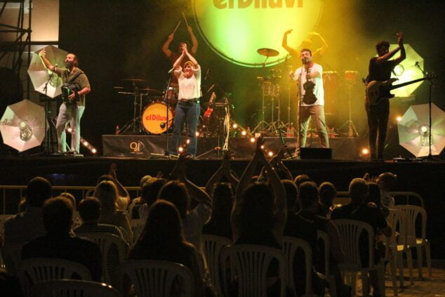 Image: El Diluvi concert in Dénia during the October bridge