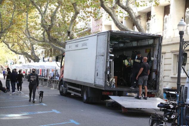 Изображение: команда El Sustituto выгружает материалы в Маркиза де Кампо | Тино Кальво