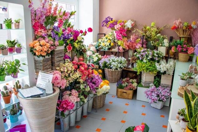 Imagen: Flores y medidas higiénicas en Floristería Mandarina