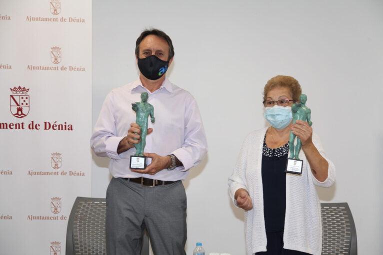 Centro Público Municipal de Formación de Personas Adultas de Alfafar recogen su premio | Tino Calvo