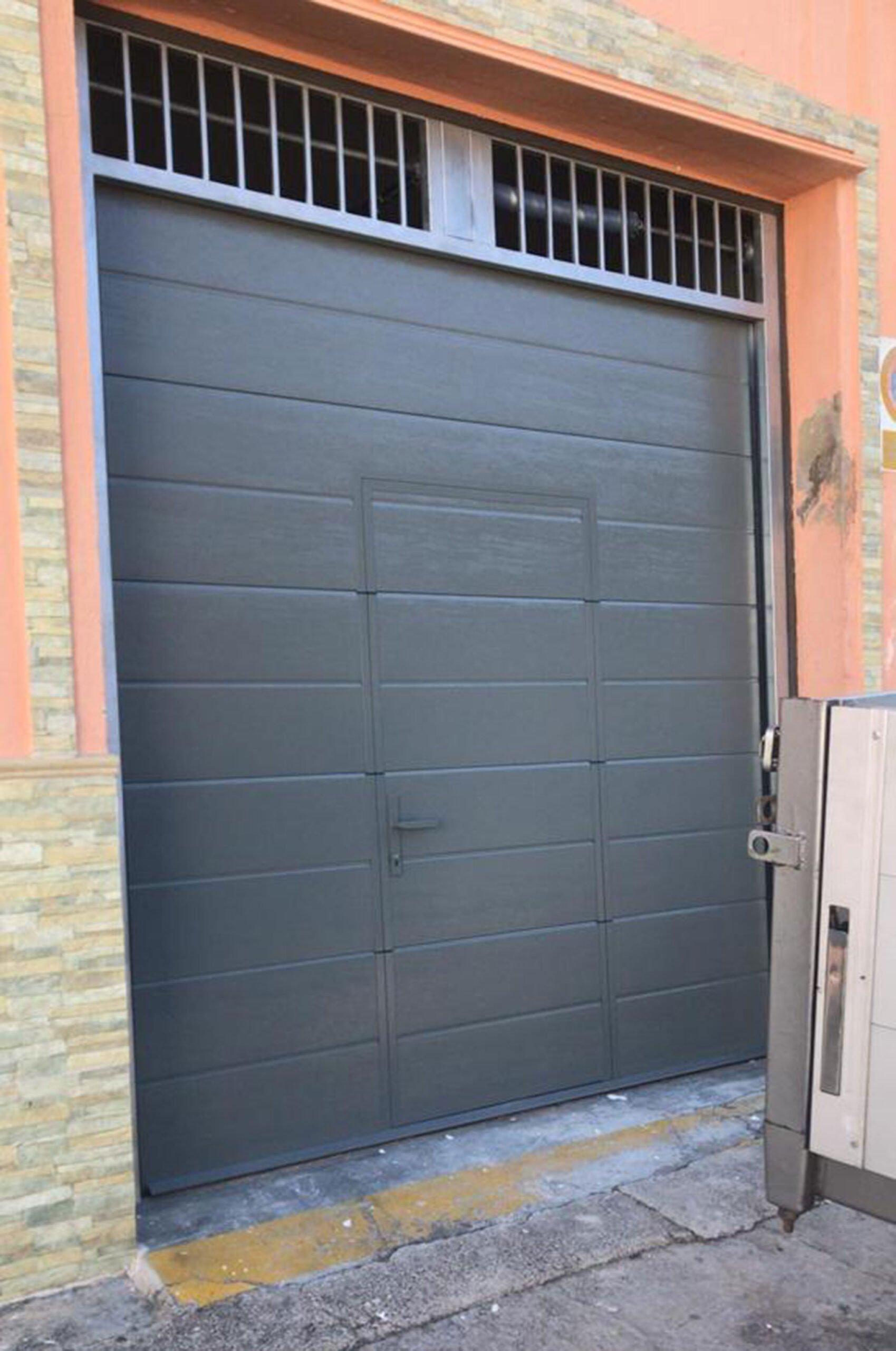 Puerta seccional para garaje en Dénia – Alucardona PVC y Aluminios S.L.