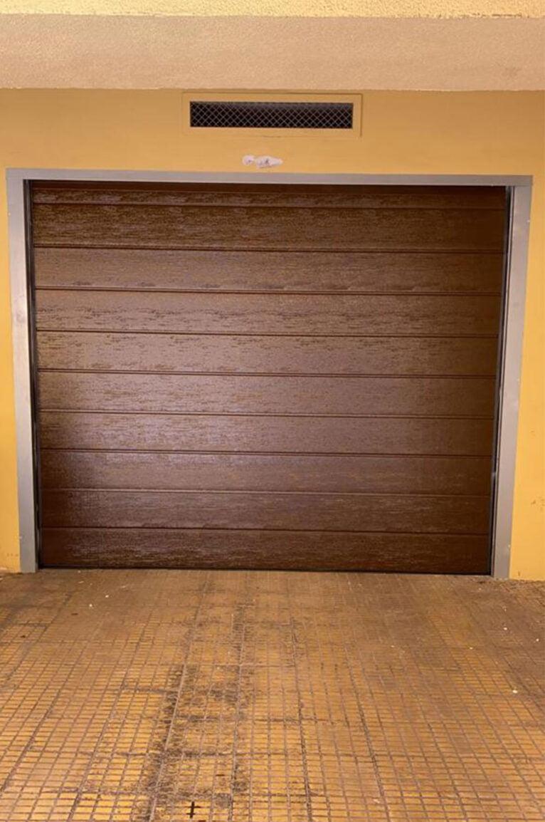 Puertas seccionales para garajes en Dénia - Alucardona PVC y Aluminios S.L.