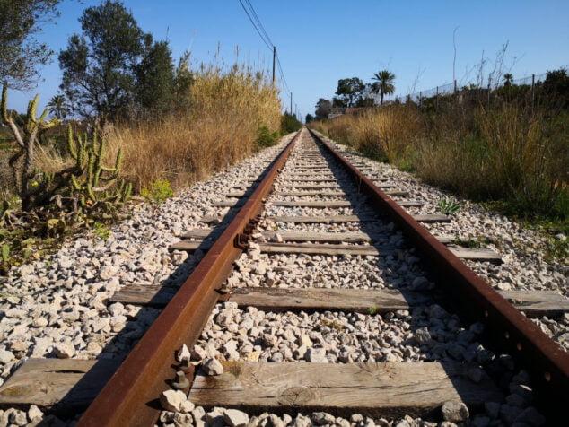 Afbeelding: niet meer gebruikte weg in zijn passage door Dénia