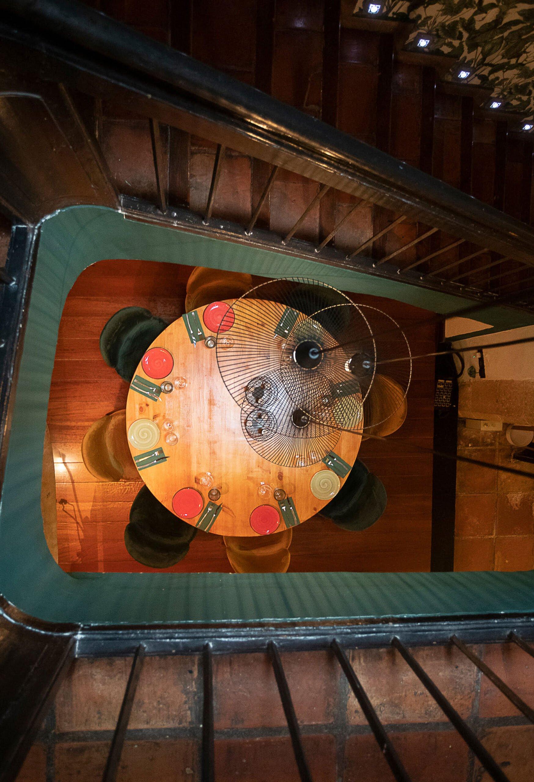 Vista desde arriba de la escalera – La Chula de Cavallers