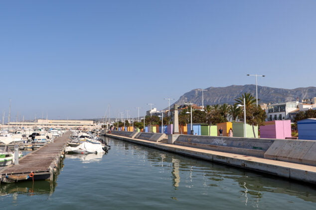 Image: Sales booths in the port of Dénia