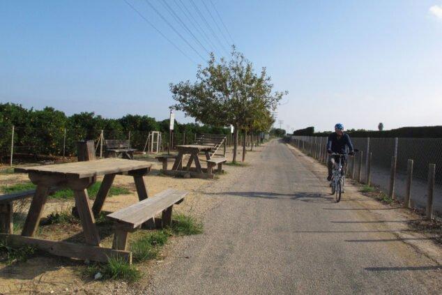 Image: Cycliste sur la voie verte de Dénia