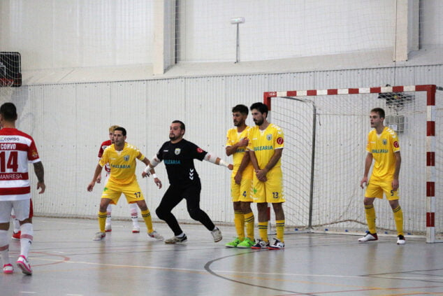 Image: CFS Mar Dénia defending his goal in a foul