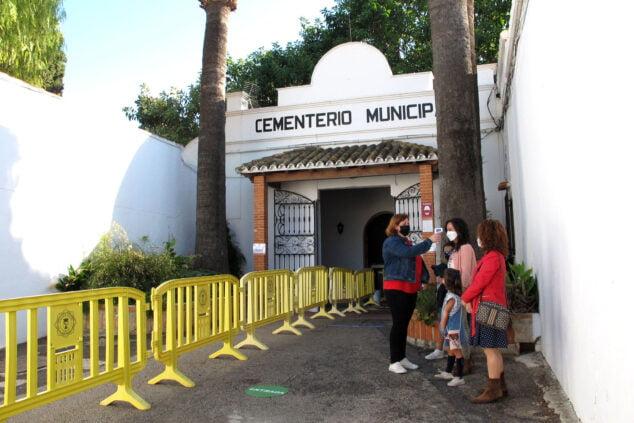 Imagen: Entrada al cementerio   Tino Calvo