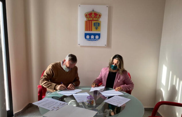 Image: Signing of the agreement between UNED and the Beniarbeig City Council